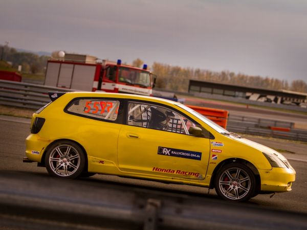 TESTWEEKEND IN THE GERMAN RALLYCROSS CHAMPIONSHIP - PHILIPP WALSDORF ROCKS THE MOTORSPORT ARENA